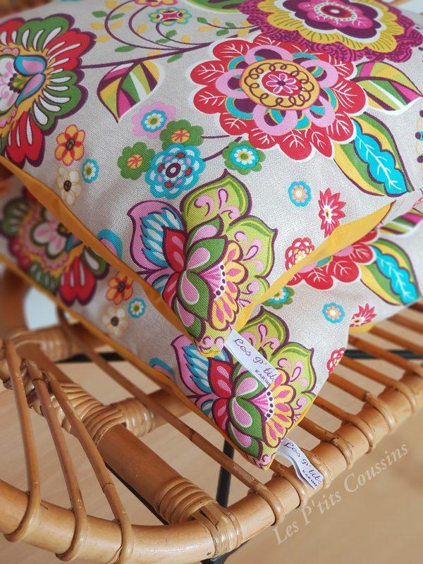 coussin bohème fleurs colorées les p'tits coussins