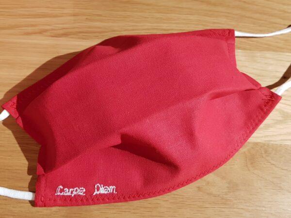 masque rouge broderie carpe diem