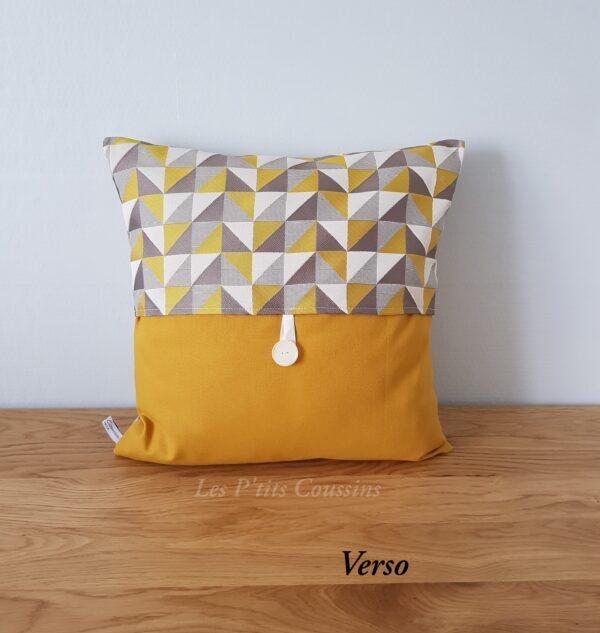 coussin triangle jaune moutarde les ptits coussins